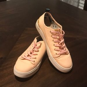LIKE NEW Toms Trvl Lite sneakers